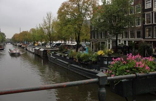Blick auf eine Gracht in Amsterdam