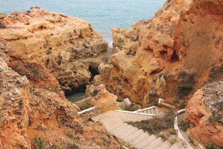 Treppen führen hinunter zu Algar Seco