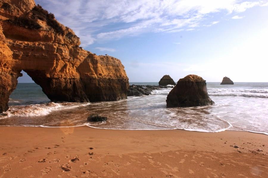 Felsentor in Praia da Rocha an der Algarve
