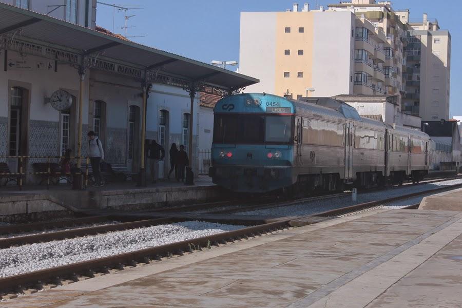 Zug am Bahnhof in Portimao