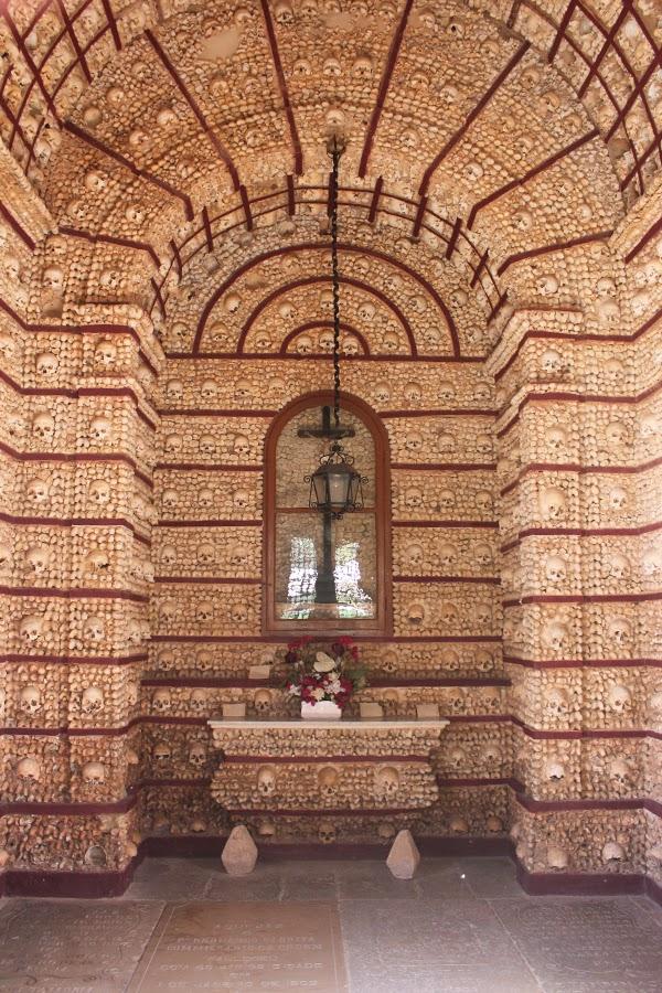 Altar in der Schädelkapelle in Faro
