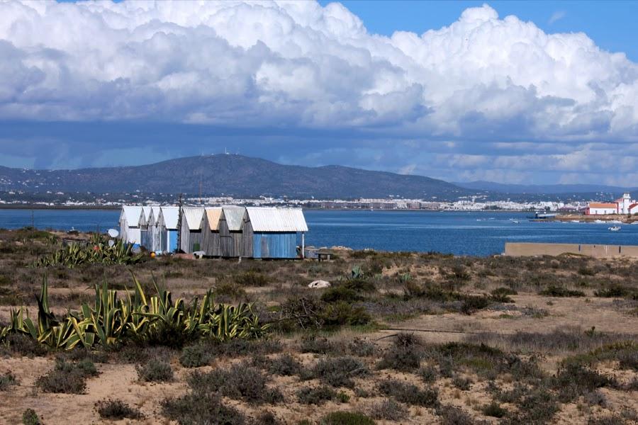 Holzhäuschen auf der Ilha Deserta