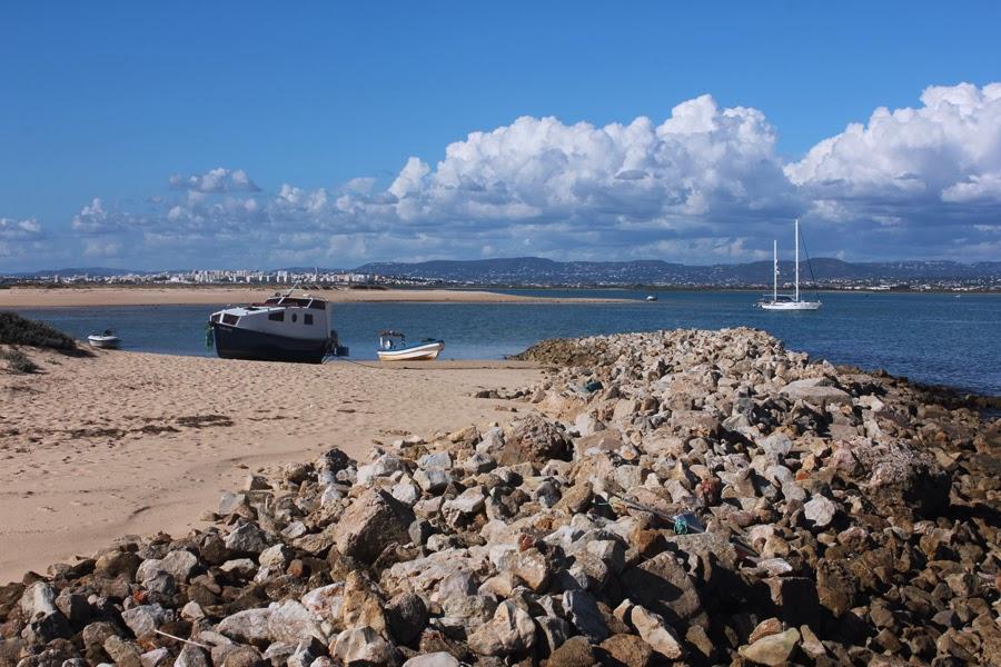 Boote auf der Ilha Deserta