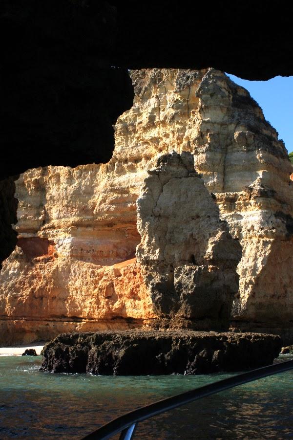 Grotten an der Ponta da Piedade