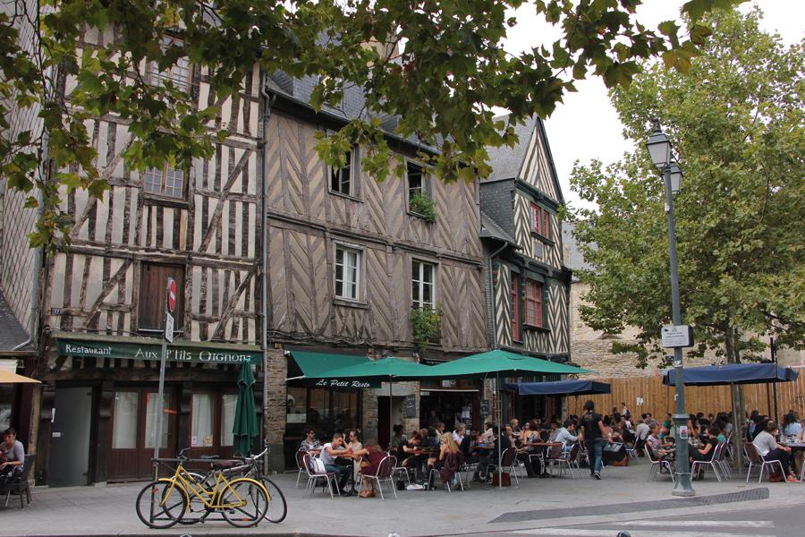 Rennes, Bretagne, Frankreich, Altstadt, Café, Fachwerk
