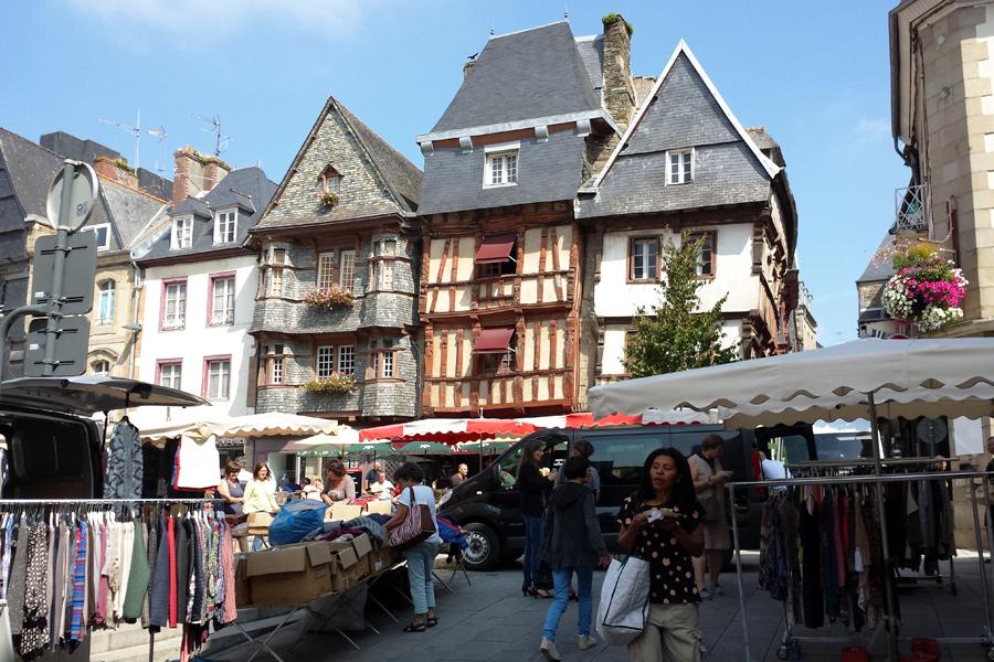 Lannion, Bretagne, Frankreich, Markt, Fachwerk