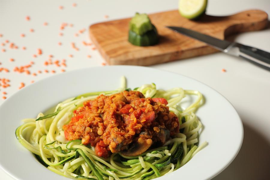 Zucchinspaghetti mit Linsen-Bolognese 1
