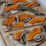 Rezept: Veganer Flammkuchen mit Kürbis