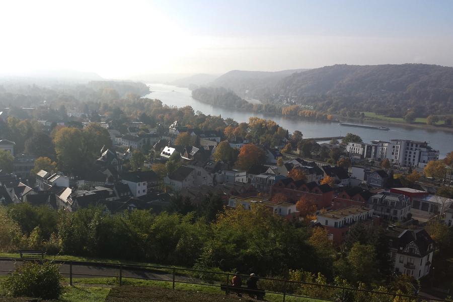 Das Siebengebirge im Herbst, Blick auf den Rhein