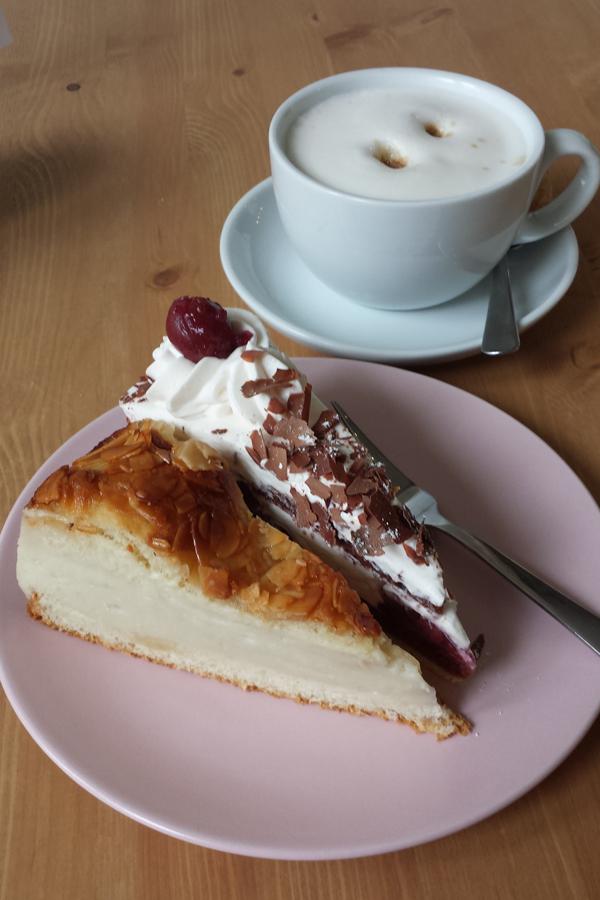 veganer Kuchen im Cafe Loyal