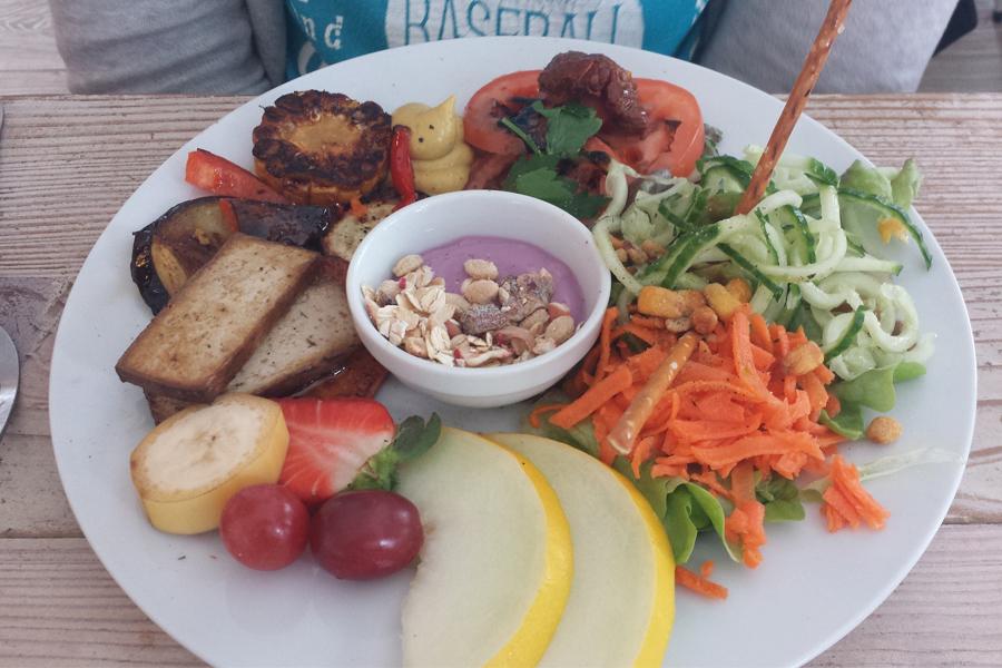 veganes Frühstück im Cafe Sahneweiß