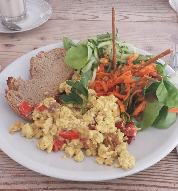 veganes Rührei im Cafe Sahneweiß