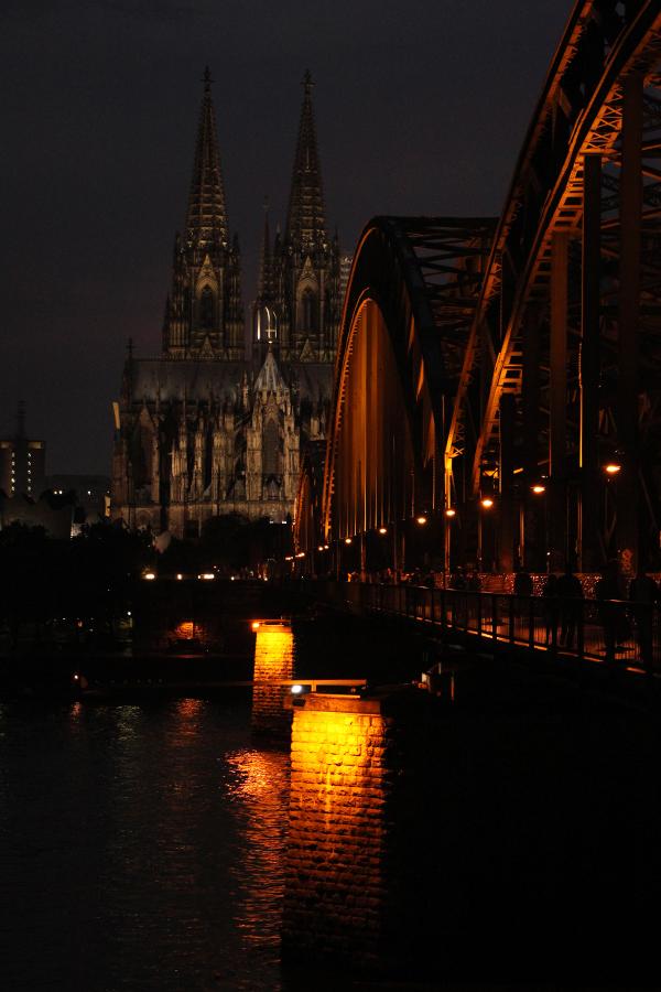 Dom bei Nacht