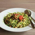 Rezept: Zucchinispaghetti mit Spinat-Walnuss Pesto