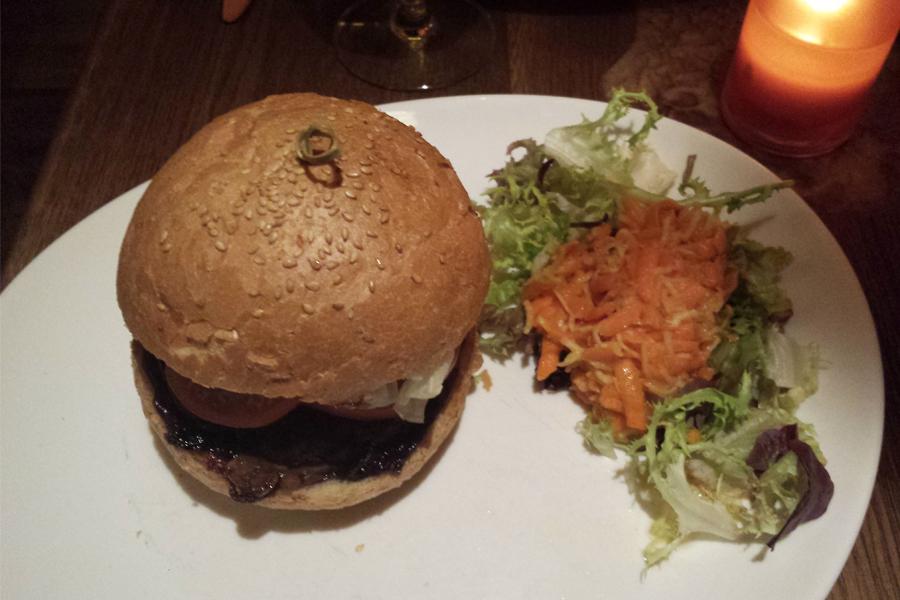 Prag vegan, veganer Burger im Maitrea