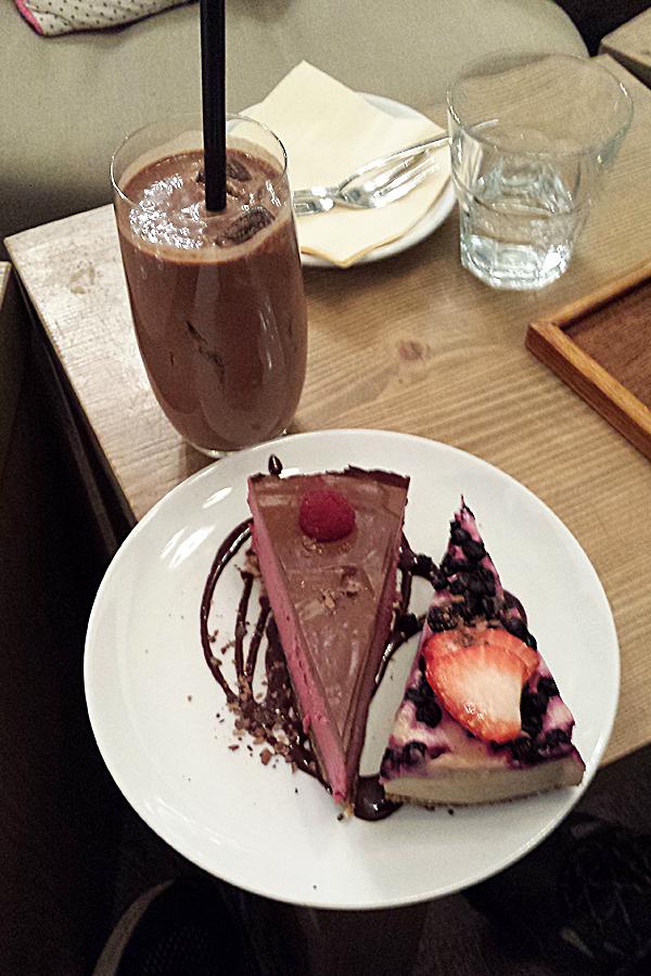 Prag vegan, Roh veganer Kuchen und Shake im My Raw Cafe