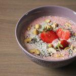 Rezept: Erdbeer Smoothie Bowl