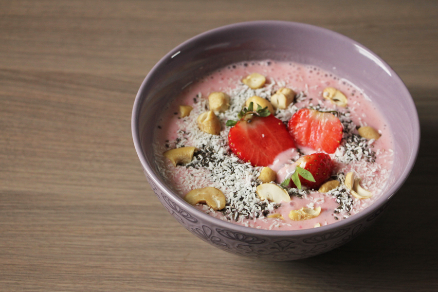 Erdbeer Smoothie Bowl
