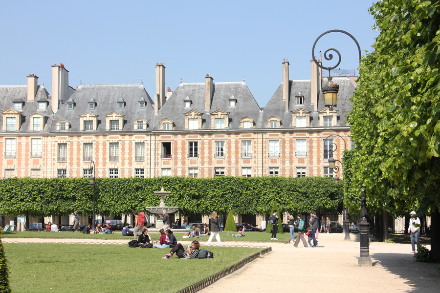 Paris Low Budget Sightseeing, Place des Vosges im Marais