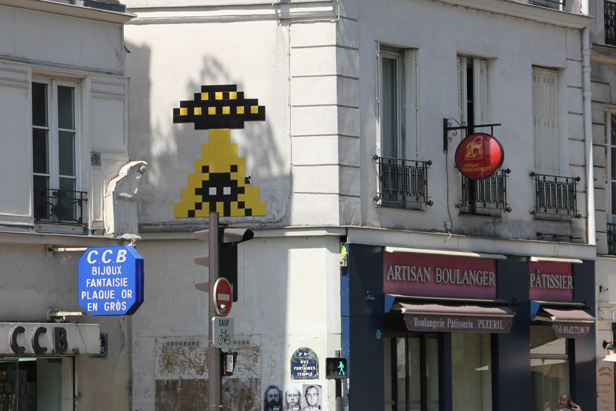 Low Budget Sightseeing in Paris, Streetart von Space Invader im Marais