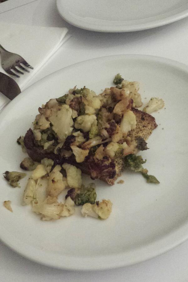 veganes Bruschetta mit Blumenkohl und Brokkoli