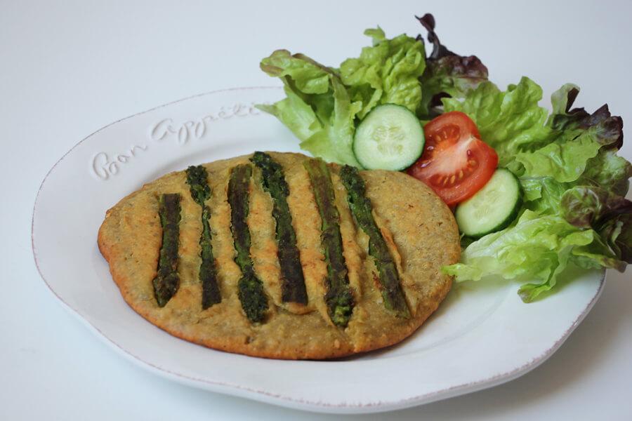 vegane Frittata mit grünem Spargel