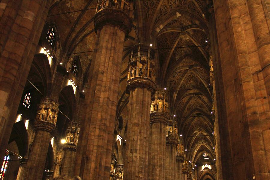 Säulen in Inneren des Mailänder Doms