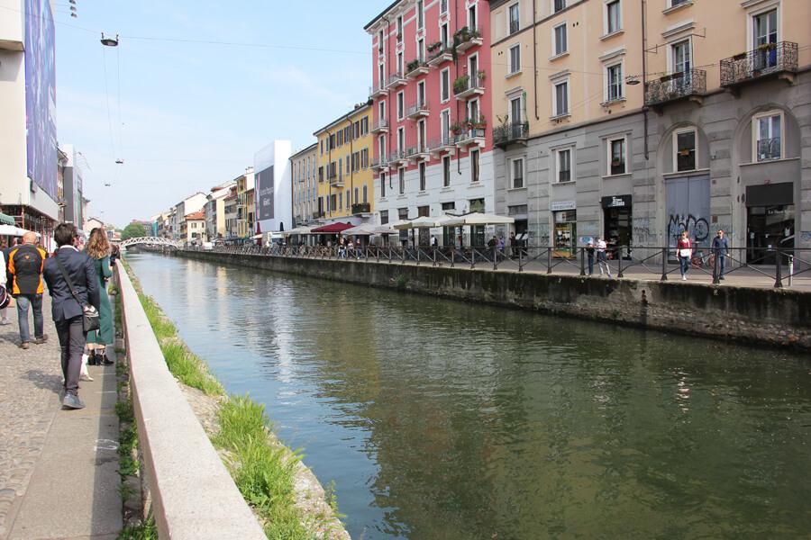 Kanal im Navigli Viertel in Mailand