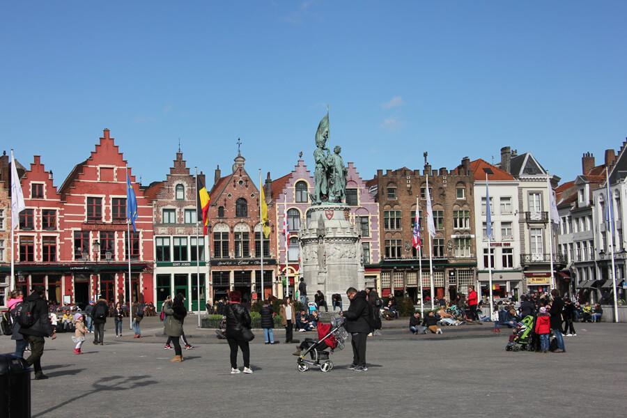 Alte Häuser am Marktplatz in Brügge
