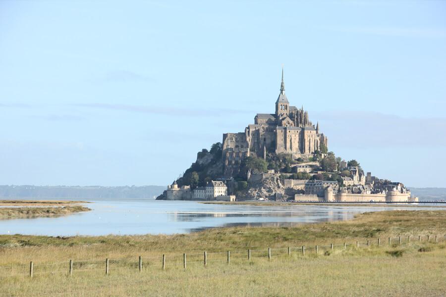 Blick auf den Mont-Saint-Michel und die Bucht