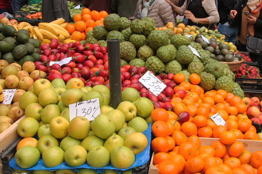 Frisches Obst auf dem Markt in Funchel