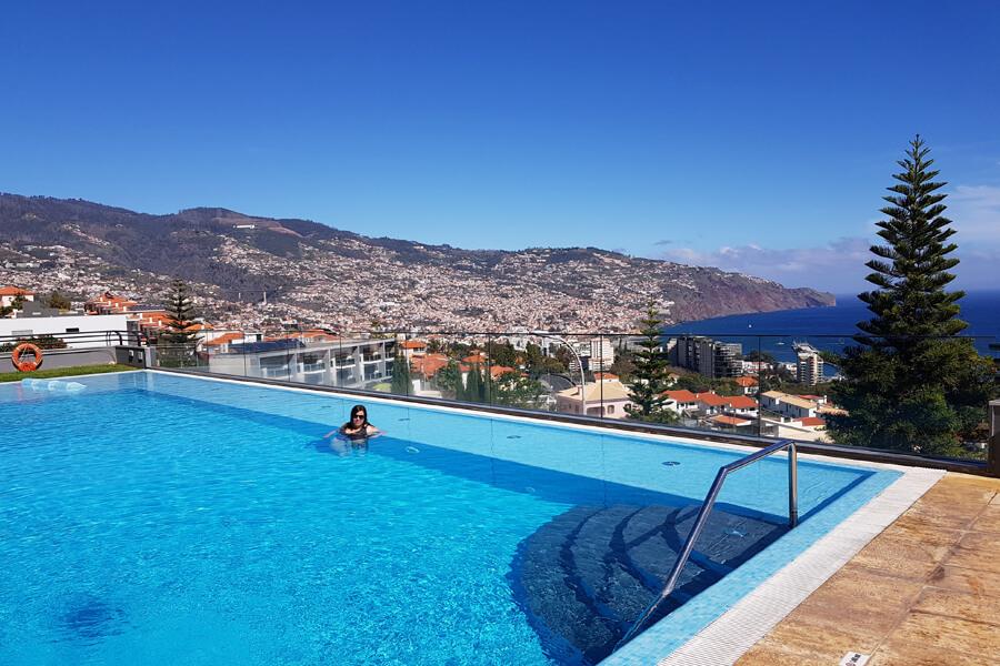 Mein Lieblingsort im Hotel: der Pool mit Ausblick