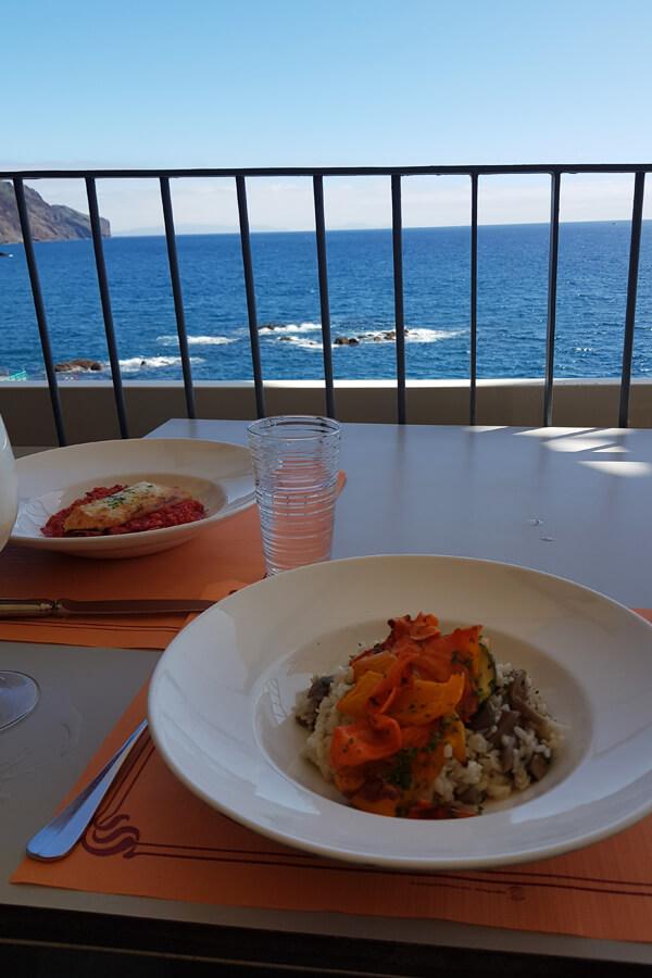 Essen mit Aussicht aufs Meer in Funchal