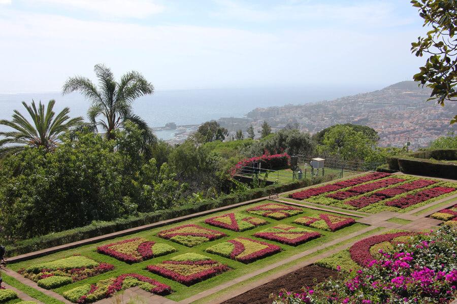 Blumenteppich im botanischen Garten in Funchal.