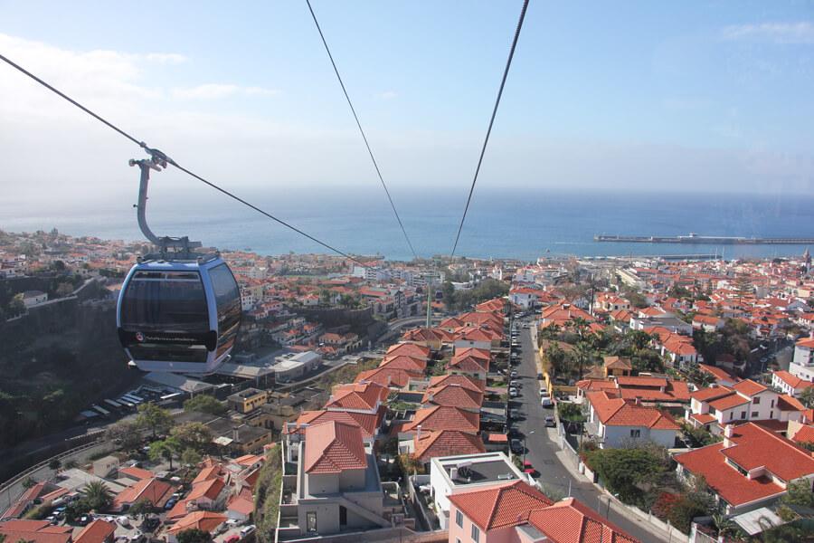 Ausblick aus der Seilbahn über Funchal.