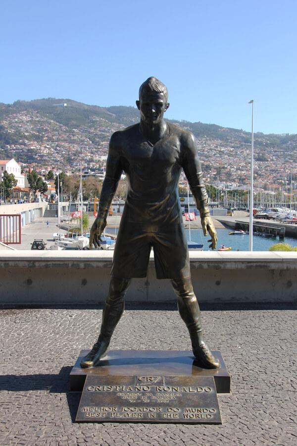Statue von Christiano Ronaldo an der Promenade in Funchal.