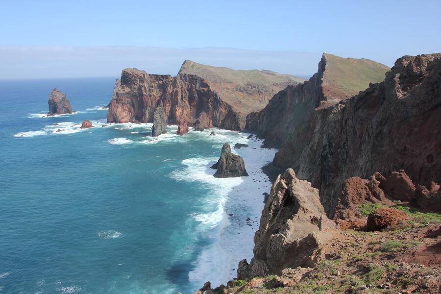 Raue Felsen an der Ponta de Sao Lorenco.