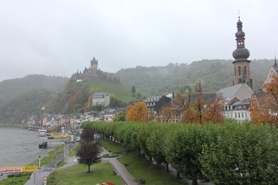 Blick auf Cochem im Regen