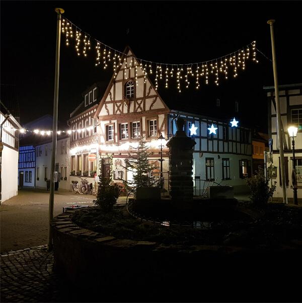 Weihnachtsbeleuchtung am Ziepchesplatz in Rhöndorf