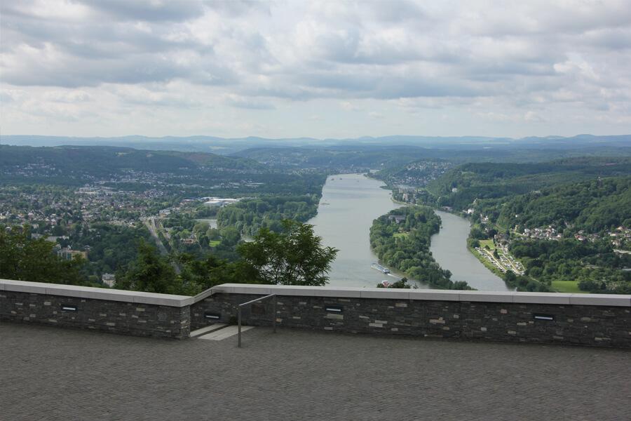 Aussicht auf den Rhein vom Drachenfels