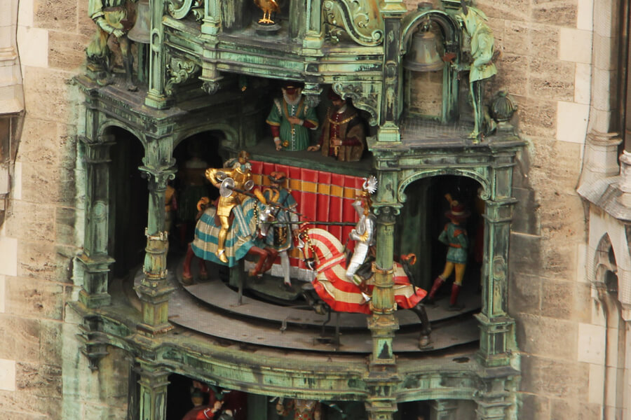 Ritter im Glockenspiel vom Rathaus