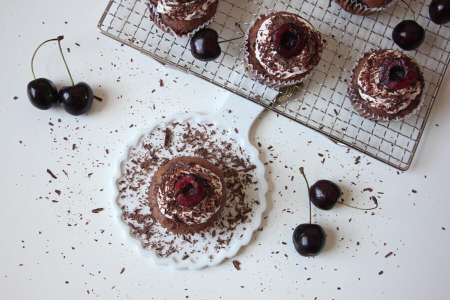 vegane Schoko-Kirsch Cupcakes